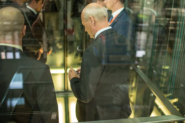 Sitzung des NSA-Untersuchungsausschuss am Mittwoch den 17. Juni 2015.<br /> Im Bild: Gerhard Schindler, Praesident des Bundesnachrichtendienst, BND, musste als Zeuge vor den Untersuchungsausschuss.<br /> 17.6.2015, Berlin<br /> Copyright: Christian-Ditsch.de<br /> [Inhaltsveraendernde Manipulation des Fotos nur nach ausdruecklicher Genehmigung des Fotografen. Vereinbarungen ueber Abtretung von Persoenlichkeitsrechten/Model Release der abgebildeten Person/Personen liegen nicht vor. NO MODEL RELEASE! Nur fuer Redaktionelle Zwecke. Don't publish without copyright Christian-Ditsch.de, Veroeffentlichung nur mit Fotografennennung, sowie gegen Honorar, MwSt. und Beleg. Konto: I N G - D i B a, IBAN DE58500105175400192269, BIC INGDDEFFXXX, Kontakt: post@christian-ditsch.de<br /> Bei der Bearbeitung der Dateiinformationen darf die Urheberkennzeichnung in den EXIF- und  IPTC-Daten nicht entfernt werden, diese sind in digitalen Medien nach &sect;95c UrhG rechtlich geschuetzt. Der Urhebervermerk wird gemaess &sect;13 UrhG verlangt.]