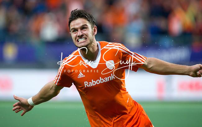 DEN HAAG - Robbert Kemperman heeft even voor tijd de stand op 2-1 gebracht tijdens de wedstrijd tussen de mannen van Nederland en Korea in de World Cup hockey 2014. ANP KOEN SUYK