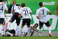 FUSSBALL   1. BUNDESLIGA   SAISON 2011/2012    2. SPIELTAG VfL Wolfsburg - FC Bayern Muenchen      13.08.2011 Die Bayern um Bastian SCHWEINSTEIGER, Jerome BOATENG Philipp LAHM, Torschuetze Luiz GUSTAVO und Franck RIBERY jubeln nach dem Tor zum 0:1. Trainer Felix MAGATH (hinten, Wolfsburg) ist enttaeuscht