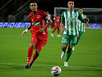 MEDELLÍN - COLOMBIA, 01-08-2018: Juan Pablo Ramírez (Der.) jugador de Atlético Nacional disputa el balón con Jerson Malagón (Izq.), jugador de Patriotas Boyacá, durante partido de la fecha 3 entre Atlético Nacional y Patriotas Boyacá, por la Liga Águila II 2018, jugado en el estadio Atanasio Girardot de la ciudad de Medellín. / Juan Pablo Ramirez (R) player of Atletico Nacional vies for the ball with Jerson Malagon (L), player of Patriotas Boyaca, during a match of the 3rd date between Atletico Nacional and Patriotas Boyaca for the Aguila League II 2018, played at Atanasio Girardot stadium in Medellin city. Photo: VizzorImage / León Monsalve / Cont.