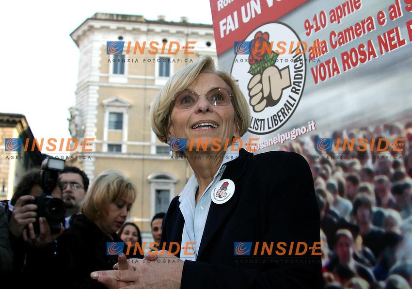 Roma 6/4/2006 Chisura campagna elettorale Rosa nel pugno a Piazza Navona. Emma Bonino<br /> Photo Antonietta Baldassarre Insidefoto