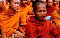 CAMBOGIA / PHNOM PENH.MONACI BUDDISTI..FOTO LIVIO SENIGALLIESI