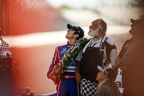 Verizon IndyCar Series<br /> Indianapolis 500 Winner Portrait<br /> Indianapolis Motor Speedway, Indianapolis, IN USA<br /> Monday 29 May 2017<br /> Winner  Takuma Sato, Andretti Autosport Honda and Chuckie the Wolf Man<br /> World Copyright: Michael L. Levitt<br /> LAT Images