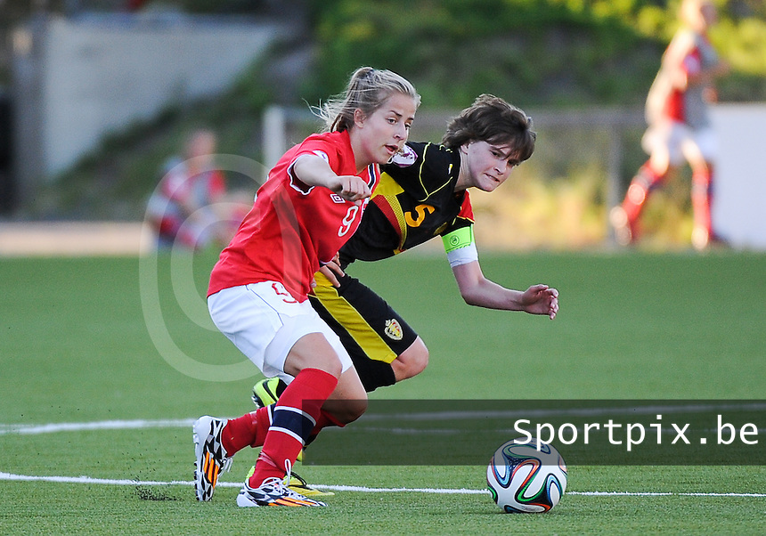 20140718 - Tonsberg , NORWAY : Belgian Tinne Van Den Bergh pictured with Norwegian Sigrid Hansen (left) during the female soccer match between Women under 19 teams of Norway and Belgium , on the second matchday in group A of the UEFA Women Under19 European Championship at Tonsberg Stadion , Norway . Friday 18th July 2014 . PHOTO DAVID CATRY