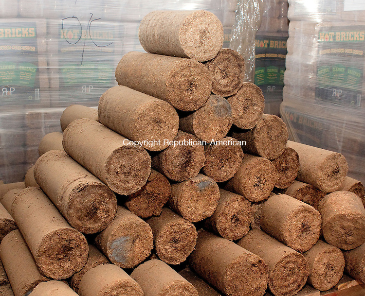 WATERBURY CT.-OCTOBER 3 2013 100313DA05-  A look at a hot logs which is made from pressed sawdust developed as a cleaner, greener alternative to traditional firewood that also burns hotter.  The product is produced at Renewable Heat Products in Waterbury.<br /> Darlene Douty Republican American