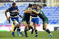 Darren Atkins of Bath Rugby takes on the London Irish defence. Aviva Premiership match, between London Irish and Bath Rugby on November 19, 2017 at the Madejski Stadium in Reading, England. Photo by: Patrick Khachfe / Onside Images