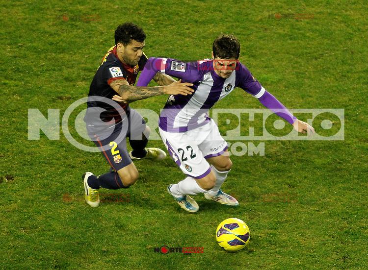 Real Valladolid's Victor Perez (r) and FC Barcelona's Daniel Alves during La Liga match.December 22,2012. (ALTERPHOTOS/Acero) /NortePhoto