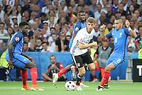 Thomas Mueller (Deutschland Germany) gegen Samuel Umtiti (Frankreich, France), Dimitri Payet (Frankreich, France) - UEFA Euro 2016: Deutschland vs. Frankreich, Stade Velodrome Marseille, Halbfinale M50