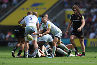 Richard Wigglesworth of Saracens passes during the Aviva Premiership Rugby Final between Exeter Chiefs and Saracens at Twickenham Stadium on Saturday 26th May 2018 (Photo by Rob Munro/Stewart Communications)