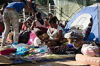 RIO DE JANEIRO, RJ, 19.06.2018 - HABITAÇÃO-RJ - Vista do acampamento onde cerca de 60 familias que foram retiradas de um terreno na Rua São Luiz Gonzaga, em Sao Cristovão, seguem acampadas em frente à Prefeitura do Rio de Janeiro, essas familias reivindicam ao Prefeito Marcelo Crivella o aluguel social e a inscrição no projeto Minha Casa Minha Vida, Cidade Nova, Rio de Janeiro nesta terça-feira, 19 (Foto: Vanessa Ataliba/Brazil Photo Press)