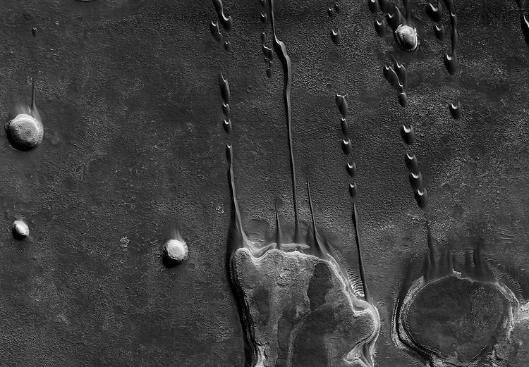 R&eacute;gion Hellespontus Montes<br /> Avec l&rsquo;aimable autorisation des &eacute;ditions Xavier Barral/NASA/JPL/University of Arizona.<br /> -----<br /> Hellespontus Montes region<br /> Courtesy of &Eacute;ditions Xavier Barral/NASA/JPL/The University of Arizona.