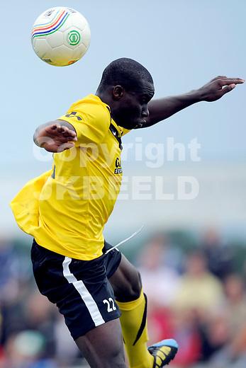 MUSSEL - SC Veendam - FC Groningen voorbereiding seizoen 2011-2012 , 16-07-2011 Veendam speler Mitch Apau.