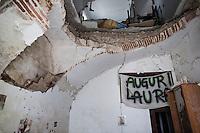 L'aquila, Abruzzo, Italia. 27.03.2014. Laura hadde antageligvis fødselsdag for ganske nøyaktig fem år siden. Hvordan det gikk vet vi ikke. L'aquila, 6. april 2009 kl. 03:32: Et jordskjelv som måler 6.3 ryster byen. 309 mennesker mister livet. Fem år senere sliter de som overlevde fortsatt med etterskjelvene, i form av en guffen cocktail av uærlige offentlige tjenestemenn, mafia og 494 millioner øremerkede euro på avveie. Fotografier til bruk i feature i DN lørdag 05.04.2014. Foto: Christopher Olssøn.
