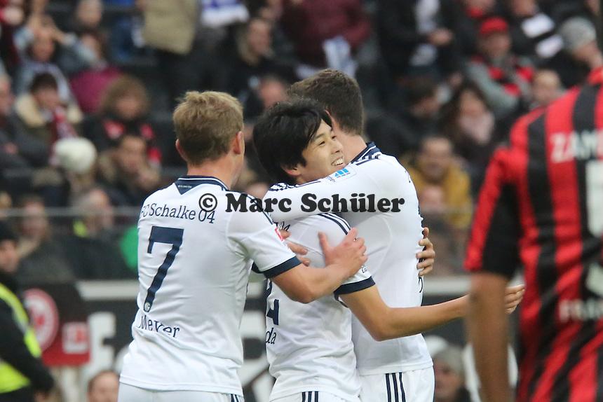 Torjubel um Atsuto Uchida (Schalke) beim 0:1 - Eintracht Frankfurt vs. FC Schalke 04, Commerzbank Arena