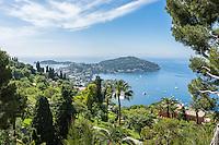 France, Provence-Alpes-Côte d'Azur, Villefranche-sur-Mer: view across bay with peninsula Cap Ferrat | Frankreich, Provence-Alpes-Côte d'Azur, Villefranche-sur-Mer: Ausblick ueber die Bucht von Villefranche-sur-Mer mit der Landzunge Cap Ferrat