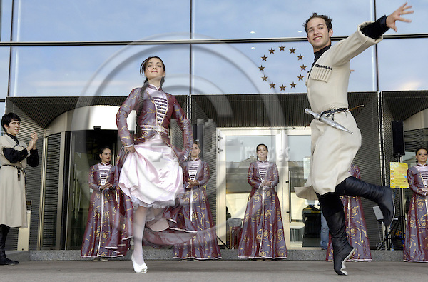 Brussels-Belgium - 09 October 2006---Circassian dancers and musicians from Germany perform at the entrance of the European Parliament, an initiative and invitation of MEP Cem Özdemir (Oezdemir)---Photo: Horst Wagner/eup-images