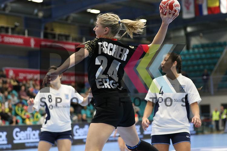 Kolding (DK), 07.12.15, Sport, Handball, 22th Women's Handball World Championship, Vorrunde, Gruppe C, Deutschland-Argentinien : Lone Fischer (Deutschland, #24)<br /> <br /> Foto &copy; PIX-Sportfotos *** Foto ist honorarpflichtig! *** Auf Anfrage in hoeherer Qualitaet/Aufloesung. Belegexemplar erbeten. Veroeffentlichung ausschliesslich fuer journalistisch-publizistische Zwecke. For editorial use only.
