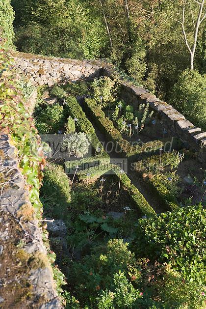 """Europe/France/Auvergne/43/Haute-Loire/Saint-Arcons-d'Allier:Hotel de Charme """"Les Deux Abesses"""" le jardin ,détail du jardin d'herbes"""