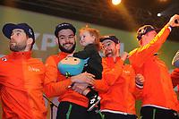 SHORT TRACK: ROTTERDAM: Ahoy, 12-03-2017, KPN ISU World Short Track Championships 2017, Huldiging Nederlandse mannen in KPN Clubhuis, Daan Breeuwsma, Sjinkie Knegt met dochter Myrthe, Itzhak de Laat, ©photo Martin de Jong
