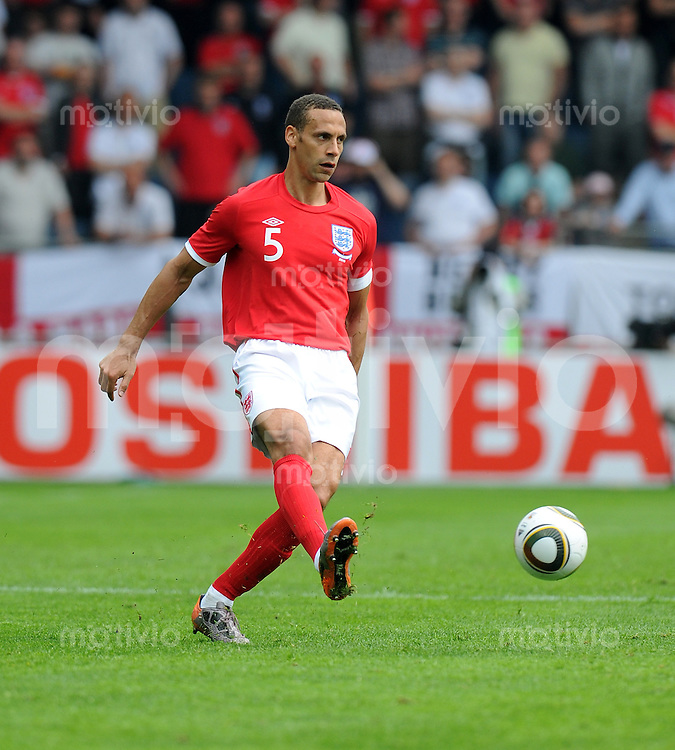 Fussball International:  Testspiel   30.05.2010 Japan - England Rio FERDINAND (England)