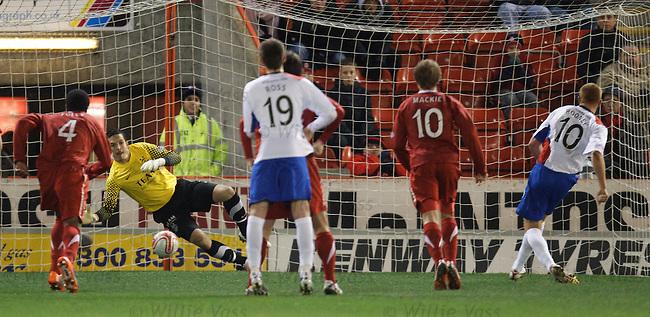 Adam Rooney slots Inverness' penalty kick ast Jamie Langfield