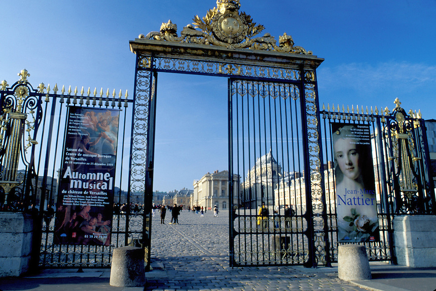 Versailles, Paris, France, Palace, Europe, Yvelines, Entrance gate to the Chateau de Versailles.