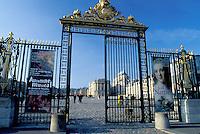 Versailles, Paris, France, Palace, Europe, Yvelines, Entrance gate to the Chateau de Versailles.