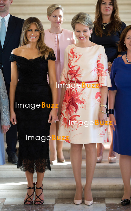 Photo de famille des conjoints des chefs d&rsquo;Etat et de gouvernement sur les marches de l&rsquo;escalier aux lions du Ch&acirc;teau Royal de Laeken; ( De gauche &agrave; droite ) Brigitte Macron ( France ), Emine Gulbaran Erdogan, ( Turquie ), Melania Trump ( USA ),  Reine Mathilde de Belgique, Ingrid Schulerud ( OTAN ), Desislava Radeva ( Bulgarie ), Amelie Derbaudrenghien ( Belgique ),  Gauthier Destenay ( Luxembourg ), Madame Stropnik ( Slovenie ), Madame Baldvinsdottir ( Islande ).<br /> Belgique, Bruxelles, 25 mai 2017.<br /> The First Ladies attend a dinner at the Belgian Royal Castle(front row L-R) First Lady of France Brigitte Macron, First Lady of Turkey Emine Gulbaran Erdogan, First Lady of the US Melania Trump, Queen Mathilde of Belgium, Stoltenberg's partner Ingrid Schulerud, Partner of Bulgaria's President Desislava Radeva, partner of Belgian Prime Minister Charles Michel, Amelie Derbaudrenghien, First Gentleman of Luxembourg Gauthier Destenay, Partner of the Slovenia Prime Minister Mojca  Ms Stropnik, Ms Baldvinsdottir  ( Iceland )<br /> Belgium, Brussels, 25 May 2017<br /> PIC : First Lady of the US Melania Trump, Queen Mathilde of Belgium
