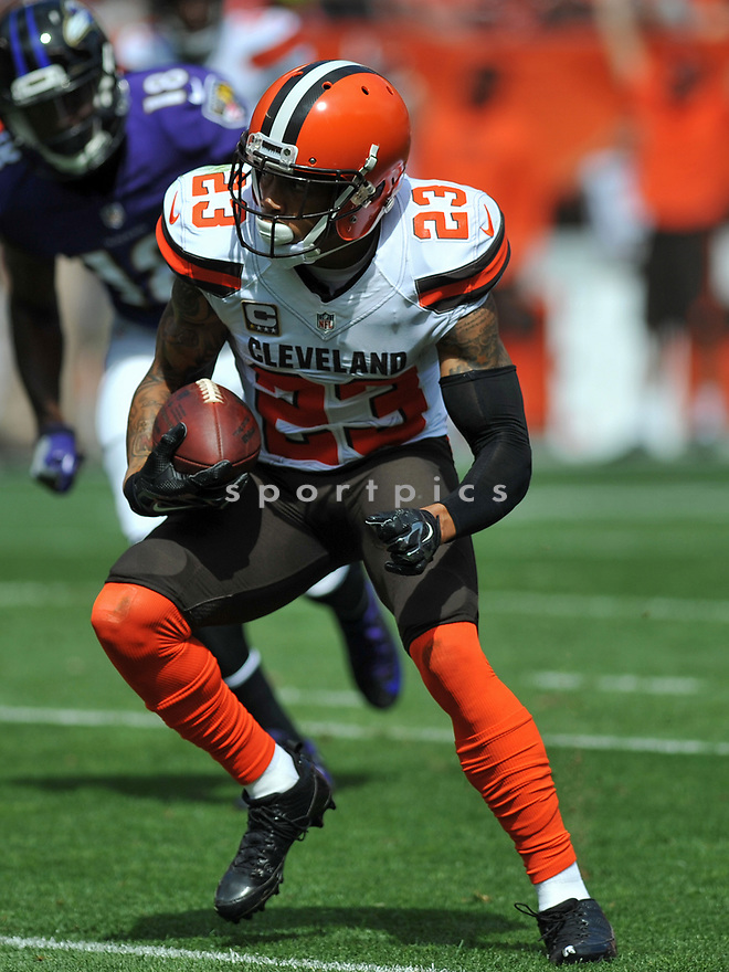 CLEVELAND, OH - JULY 18, 2016: Cornerback Joe Haden #23 of the Cleveland Browns intercepts a pass in the first quarter of a game against the Baltimore Ravens on July 18, 2016 at FirstEnergy Stadium in Cleveland, Ohio. Baltimore won 25-20. (Photo by: 2017 Nick Cammett/Diamond Images)  *** Local Caption *** Joe Haden(SPORTPICS)