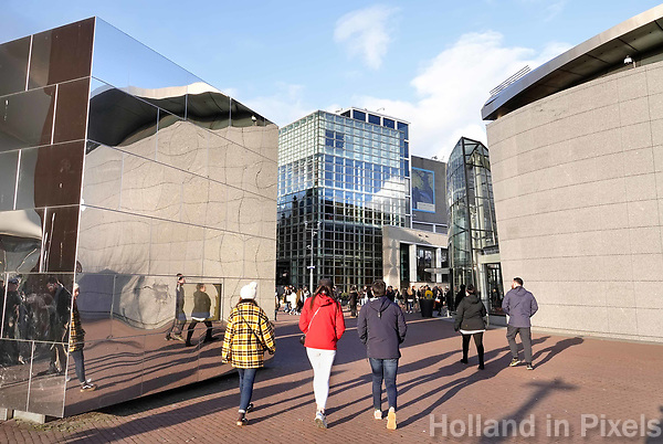 Nederland - Amsterdam -  Februari 2019.  Toeristen bij de diverse musea op het Museumplein.   Foto Berlinda van Dam / Hollandse Hoogte