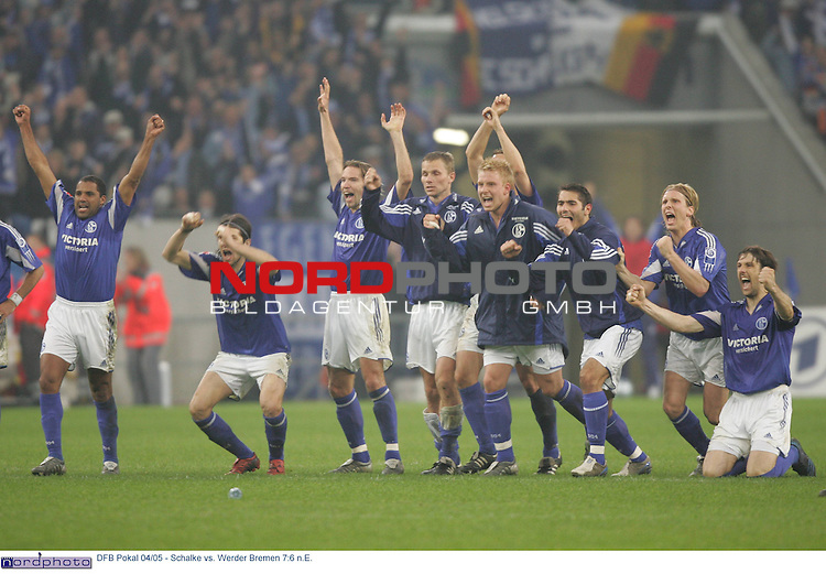 DFB Pokal 2004/2005 - Halbfinale<br /> FC Schalke 04 vs. Werder Bremen 7:6 n.E.<br /> <br /> Ailton, Levan Kobiashvili, Sven Vermant, Tomasz Waldoch,<br /> Nils Oude Kamphuis, Mike Hanke, Hamit Altintop, Christian Poulsen und Mladen Krstajic (v.l.n.r.:) jubeln nach dem entscheidenden Elfmeter den Torwart Frank Rost verwandelt.<br /> <br /> Foto &copy; nordphoto - Ruediger Lampe<br /> <br />  *** Local Caption *** Foto ist honorarpflichtig! zzgl. gesetzl. MwSt.<br /> Belegexemplar erforderlich<br /> Adresse: nordphoto<br /> Georg-Reinke-Strasse 1<br /> 49377 Vechta