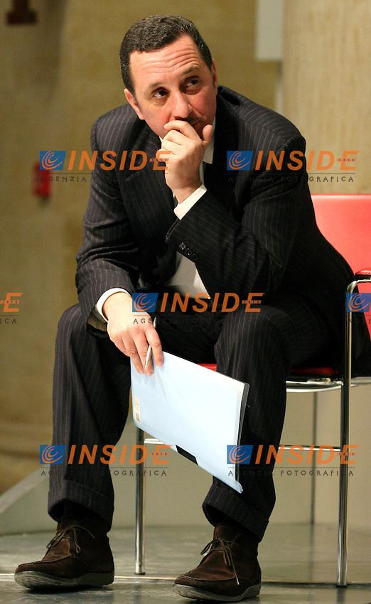 Roma 15 02 2006 Glocus: &quot;La formazione,la selezione e il rinnovamento della classe dirigente italiana&quot;.<br /> Nella foto il giornalista Antonio Polito<br /> Photo Serena Cremaschi Insidefoto