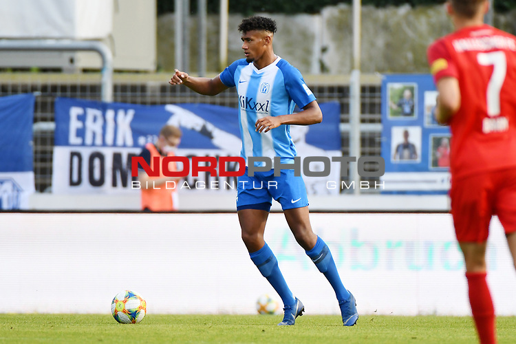 12.06.2020, Hänsch-Arena, Meppen, GER, 3.FBL, SV Meppen vs. Hallescher FC, <br /> <br /> im Bild<br /> Yannick Osee (SV Meppen, 4) am Ball.<br /> <br /> <br /> DFL REGULATIONS PROHIBIT ANY USE OF PHOTOGRAPHS AS IMAGE SEQUENCES AND/OR QUASI-VIDEO<br /> <br /> Foto © nordphoto / Paetzel