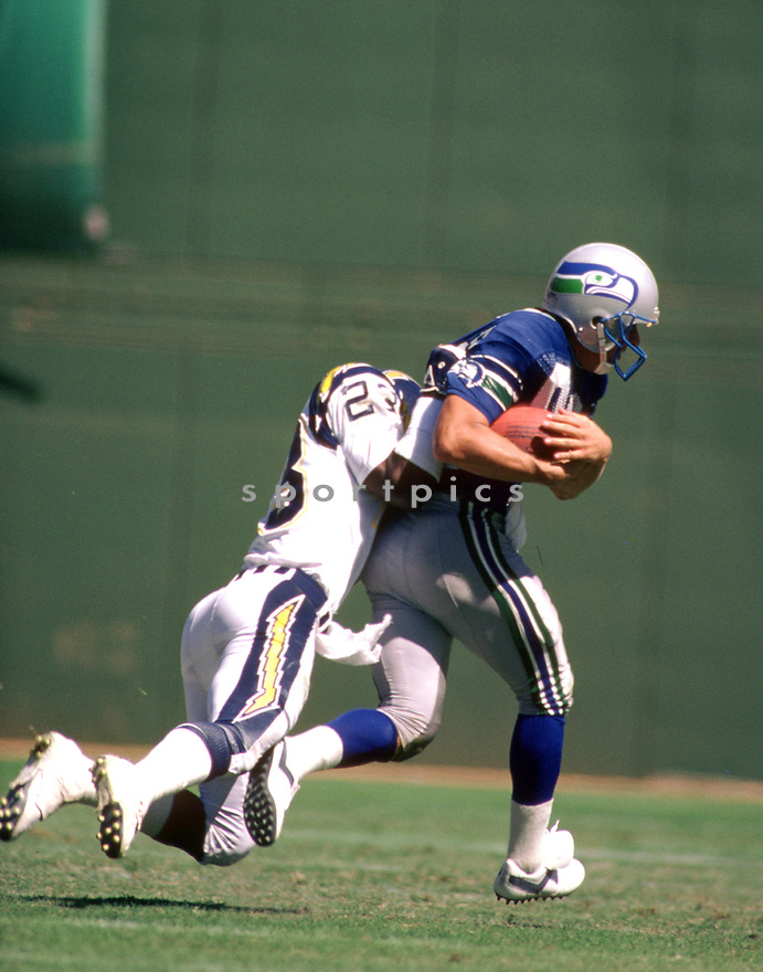 Seattle Seahawks Steve Largent (80) during a game from his career with the Seattle Seahawks. Steve Largent played 14 season, all with the Seattle Seahawks, was a 7-time Pro Bowler  and was inducted into the Pro Football Hall of Fame in 1995.(SportPics)