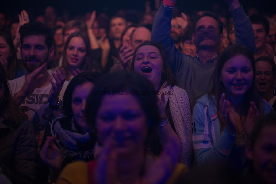 Perwez, Belgique: Le public applaudit le groupe Sonnfjord en concert à la salle Perwex, le 23 février 2018.
