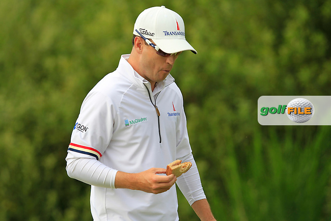 Zach Johnson (USA) takes a bite as he walks off the 13th tee during Friday's Round 2 of the 141st Open Championship at Royal Lytham & St.Annes, England 20th July 2012 (Photo Eoin Clarke/www.golffile.ie)