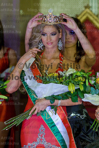 Participan of Miss Hungary beauty contest poses during the final of the beauty pegant held in Budapest, Hungary. Sunday, 20. December 2009. ATTILA VOLGYI