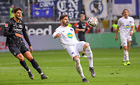 Marvin Plattenhardt (Hertha BSC Berlin) gegen Goncalo Paciencia (Eintracht Frankfurt) - 27.04.2019: Eintracht Frankfurt vs. Hertha BSC Berlin, 31. Spieltag Bundesliga, Commerzbank Arena DISCLAIMER: DFL regulations prohibit any use of photographs as image sequences and/or quasi-video.