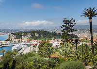 France, Provence-Alpes-Côte d'Azur, Nice: cruise ship at Port de Nice (Bassin du Commerce) | Frankreich, Provence-Alpes-Côte d'Azur, Nizza: Kreuzfahrtschiff im Hafen Port de Nice (Bassin du Commerce)