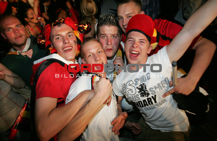 FIFA WM 2006 Germany - Fan Feature<br /> German supporters celebrate at the Brandenburger Tor in Berlin (public viewing place).<br /> Foto &copy; nordphoto
