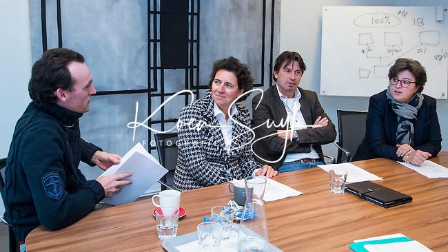 AMSTERDAM- oprichting De Persimmons, vereniging van Nederlandse ex-iternationals Golf, bij notaris Floris Janse de Jonge, met Caroline Huyskes, Annick Schreuder, Robert-Jan Derksen en Tim Sluiter. COPYRIGHT KOEN SUYK