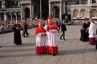 Milano: nuovo arcivescovo di Milano Angelo Scola accolto sul sagrato del Duomo da Dionigio Tettamanzi..