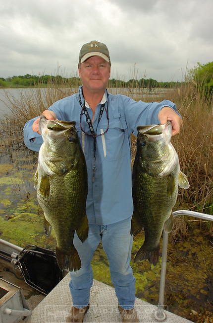 LARGEMOUTH BASS FISHING.pond management fishing  Big Hill Ranch Texas.Electro shocking boat.John Jones Lochow Ranch pond and lake managment.