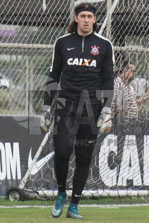 SÃO PAULO, SP, 16.10.2015 - FUTEBOL-CORINTHIANS -  Cássio goleiro do Corinthians durante sessão de treinamento no Centro de Treinamento Joaquim Grava na região leste de São Paulo nesta sexta-feira, 16.   (Foto: Marcos Moraes / Brazil Photo Press)