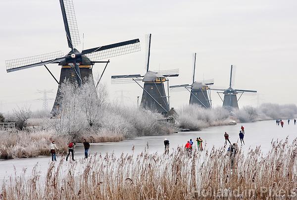 Schaatsen in Kinderdijk, langs molens