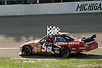17 August 2008: 3M Performance 400 winner Carl Edwards with the checkered flag at Michigan International Speedway, Brooklyn, Michigan, USA.