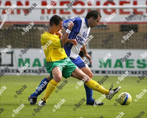 2008-08-31 / Voetbal / K Witgoor Sport Dessel - W Heusden-Zolder / Duel tussen Kenn Van Loo van Witgoor (voor) en Wouter Vandeven an Heusden-Zolder..Foto: Maarten Straetemans (SMB)