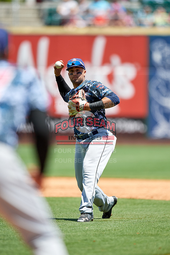 Jacksonville Jumbo Shrimp second baseman David Vidal (1) throws to first base during a game against the Birmingham Barons on April 24, 2017 at Regions Field in Birmingham, Alabama.  Jacksonville defeated Birmingham 4-1.  (Mike Janes/Four Seam Images)