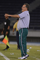 BARRANQUIILLA -COLOMBIA-16-08-2014. Nestor Otero técnico de La Equidad gesticula durante partido con Uniautónoma por la fecha 5 de la Liga Postobón II 2014 jugado en el estadio Metropolitano de la ciudad de Barranquilla./ La Equidad coach Nestor Otero gestures during match against Uniautonoma for the 5th date of the Postobon League II 2014 played at Metropolitano stadium in Barranquilla city.  Photo: VizzorImage/Alfonso Cervantes/STR