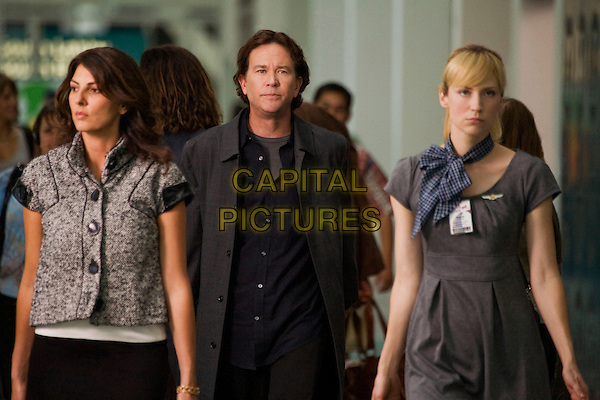 GINA BELLMAN, TIMOTHY HUTTON & BETH RIESGRAF.in Levrage.(Season 1, Episode 8: The Mile High Job).*Filmstill - Editorial Use Only*.CAP/FB.Supplied by Capital Pictures.